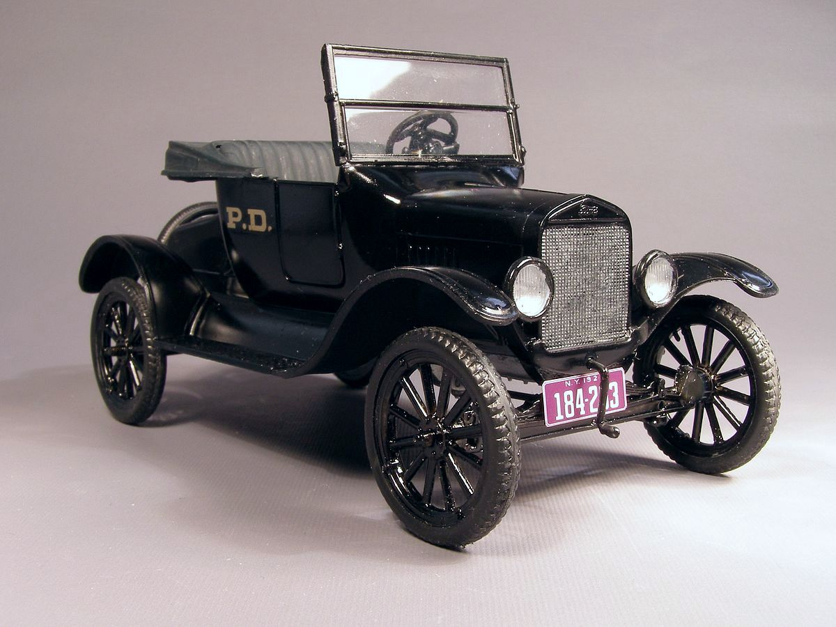 One of new york police departments earlier cars was a ford model t a black standard car marked with the letters pd i used a 1923 model from amt in 1 25
